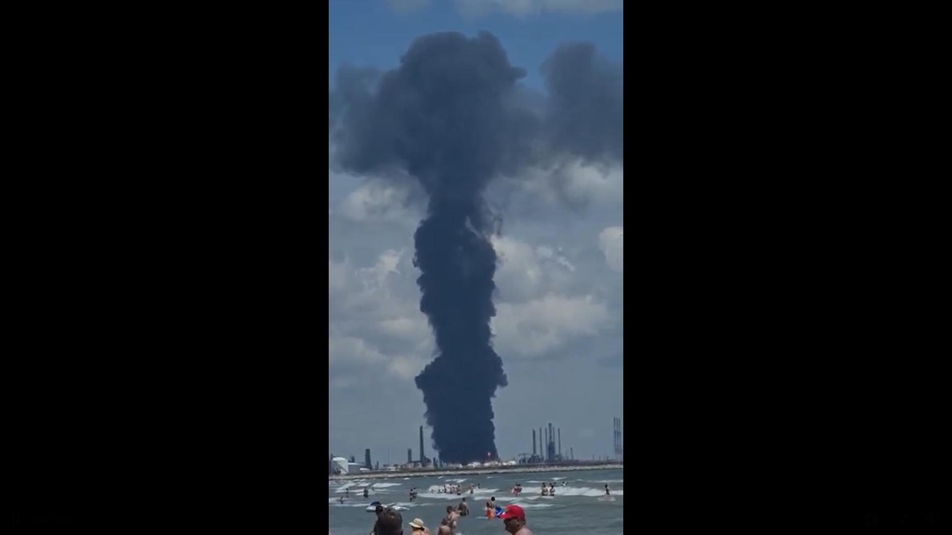Explozie la rafinăria Petromidia. Mesaj Ro-Alert: Evitați zona pe o rază de 1000 de metri