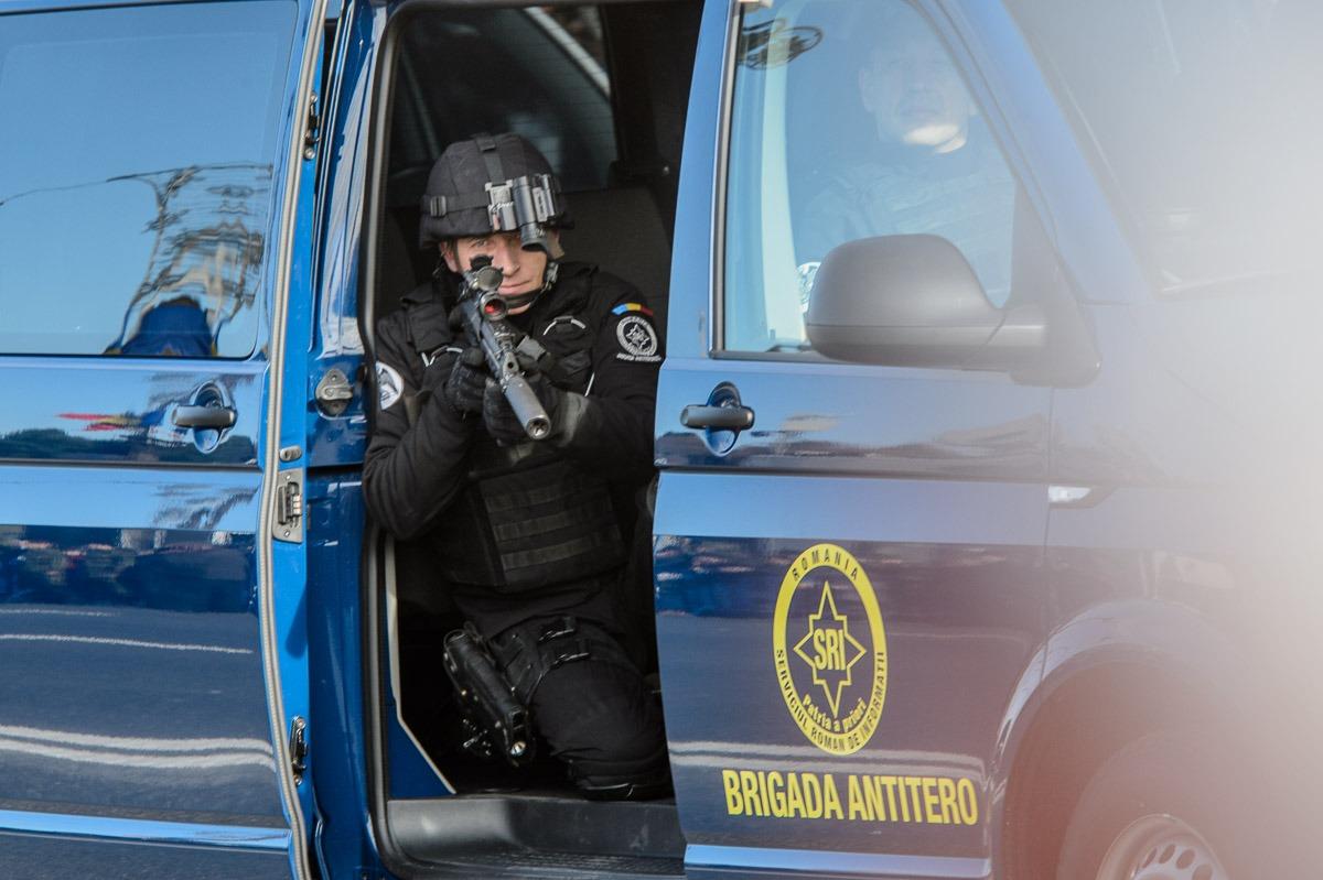 Geamantan suspect în zona Națiunile Unite din București. Brigada Antitero este la fața locului