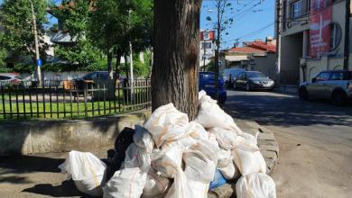 Photo of Zeci de saci de moloz aruncați pe străzile din Sectorul 2. Radu Mihaiu a intervenit: Foarte rău că îi doare în cot de restul lumii