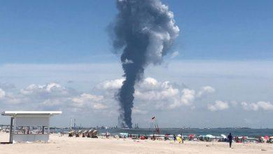 Photo of Explozie la Petromidia | Ce se întâmplă în mediu după o explozie la o rafinărie, care sunt pericolele fizice și psihice. Un nor dens de fum plutește încă în aer