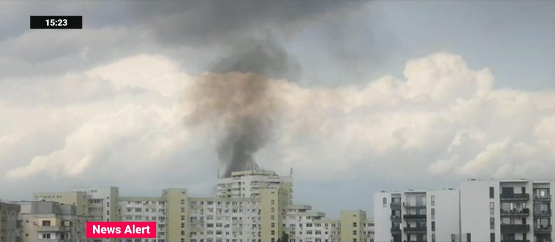 Incendiu puternic în Piața Delfinului din București. Intervin 14 autospeciale