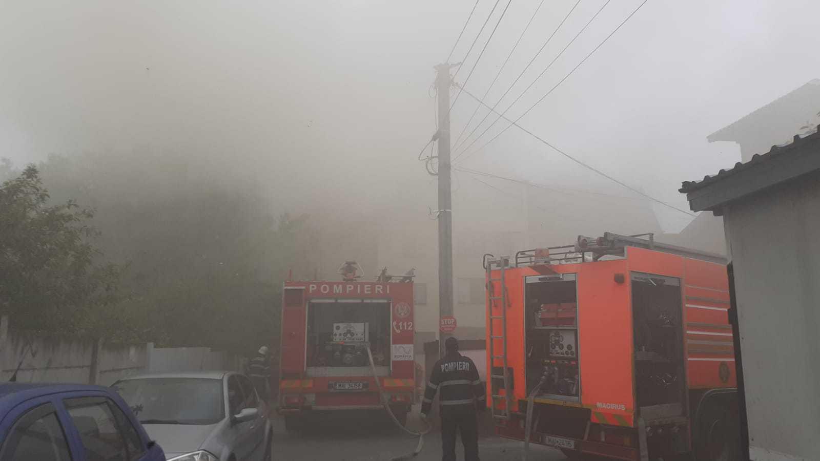 Incendiu într-o hală de reciclare din Popești Leordeni