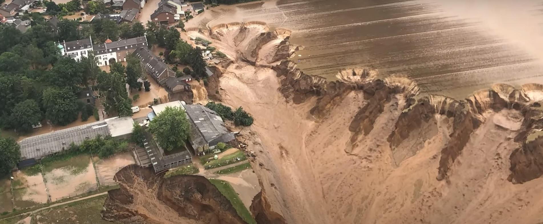 Inundații devastatoare în Germania. Ploile au dus la o alunecare de teren de mari proporții