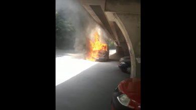 Photo of Incendiu pe roți în București. O mașină a ars complet sub podul Băneasa VIDEO