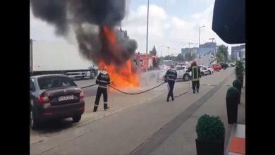 Photo of O mașină a luat foc în Pipera. Pompierii au intervenit la timp
