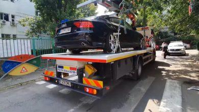 Photo of O mașină parcată zile-n șir pe o trecere de pietoni din S4 a fost ridicată. Cât costă recuperarea și cât durează