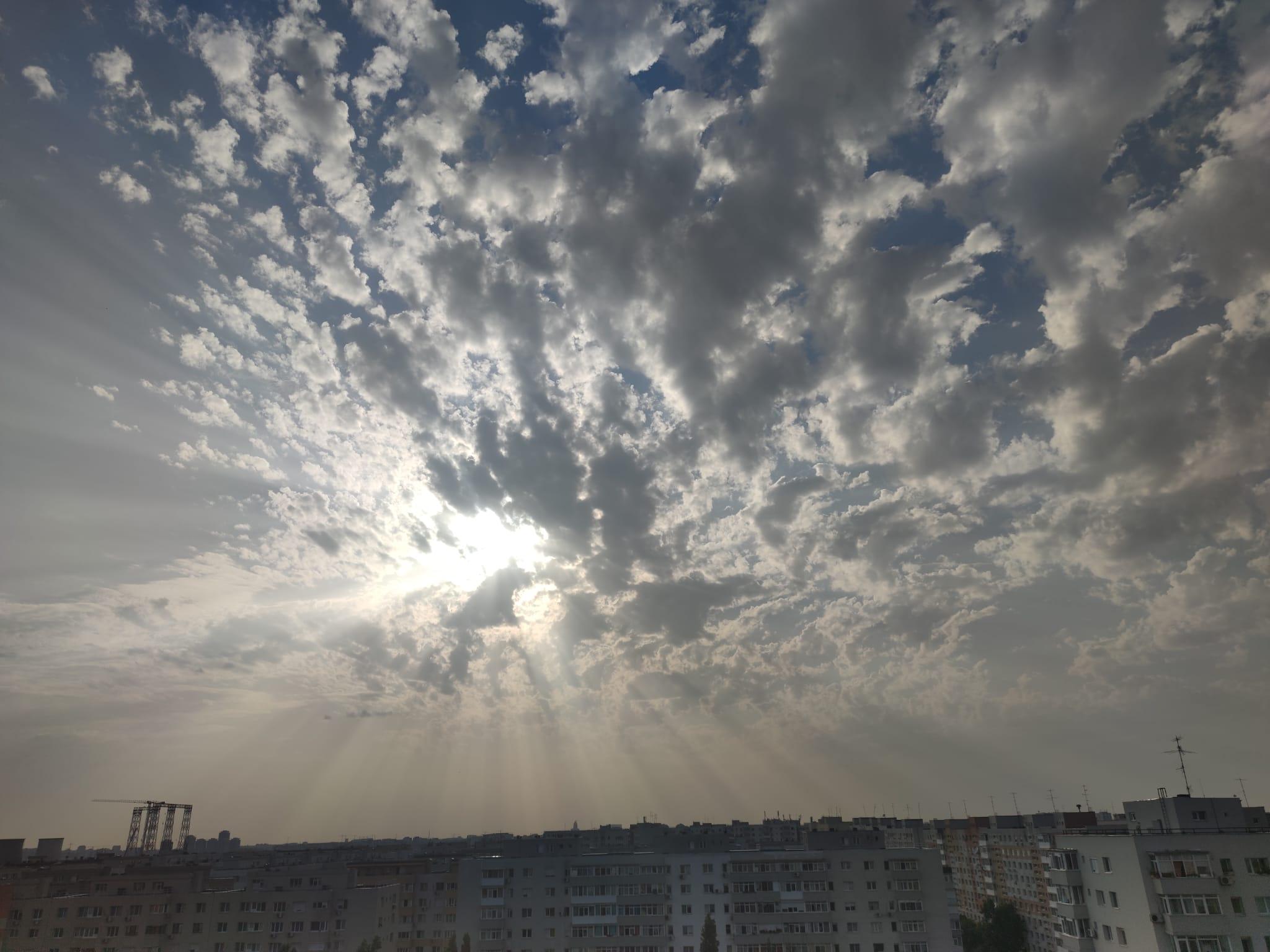 Se anunță noi furtuni pe lângă București. Pe Valea Prahovei este cod roșu de vijelie cu căderi masive de grindină