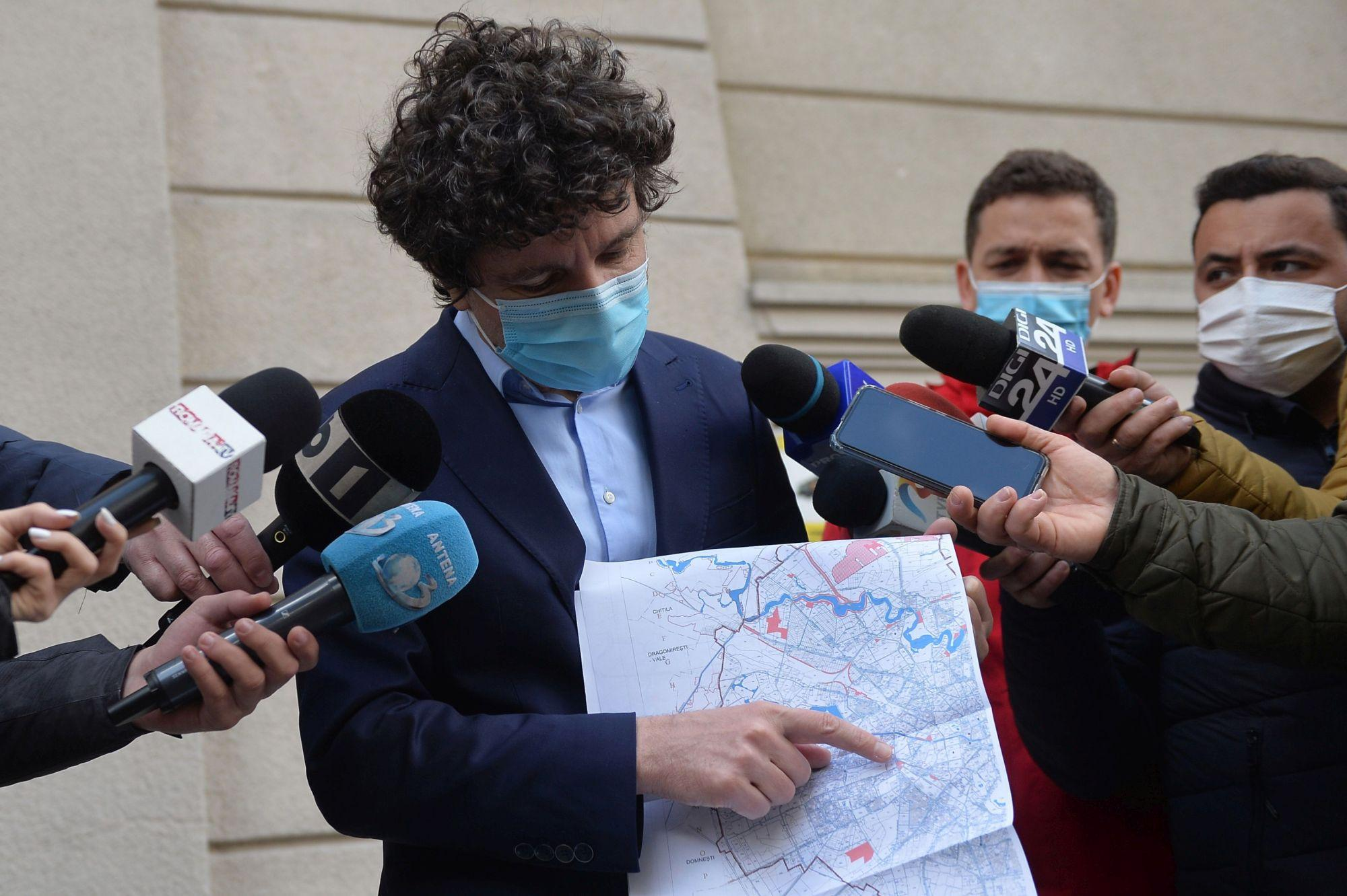 Nicușor Dan a anunțat că începe al patrulea tratament anti-țânțari din 2021 și lumea a ieșit la bâză pe Facebook: M-am speriat, am crezut ca începe Al Patrulea Val