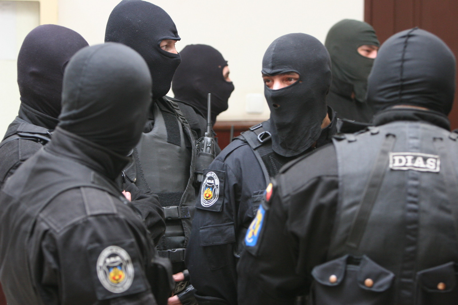 Percheziții la 300 de persoane din București și alte cinci județe. Acuzații extrem de grave, au furat vreo 7 milioane de euro