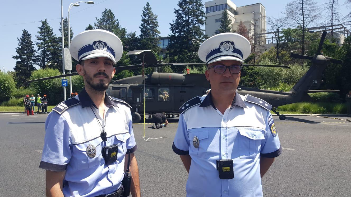 Polițiștii care au salvat ziua. Ei au oprit traficul în timp real în momentul în care elicopterul a aterizat forțat în Piața Charles de Gaulle din București FOTO