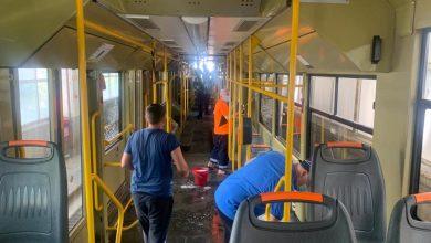 Photo of Este weekendul curățeniei la STB. Sute de angajați au spălat tot ce se putea spăla: Autobuze, tramvaie, stații și depouri