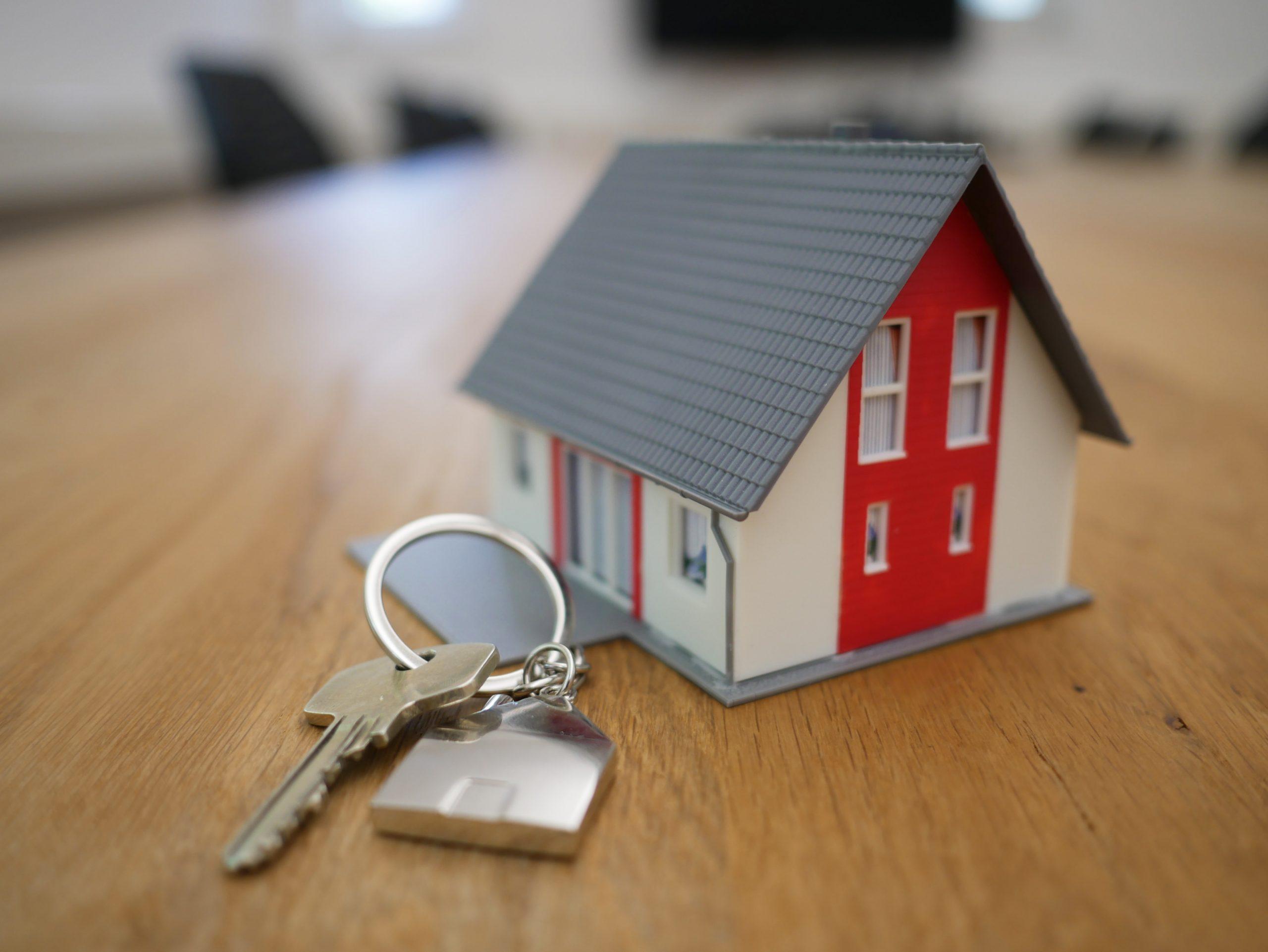 Câți ani trebuie să muncească un român ca să își cumpere un apartament? Cât timp trebuie să pună bani la saltea un român dacă nu vrea să se împrumute la bănci