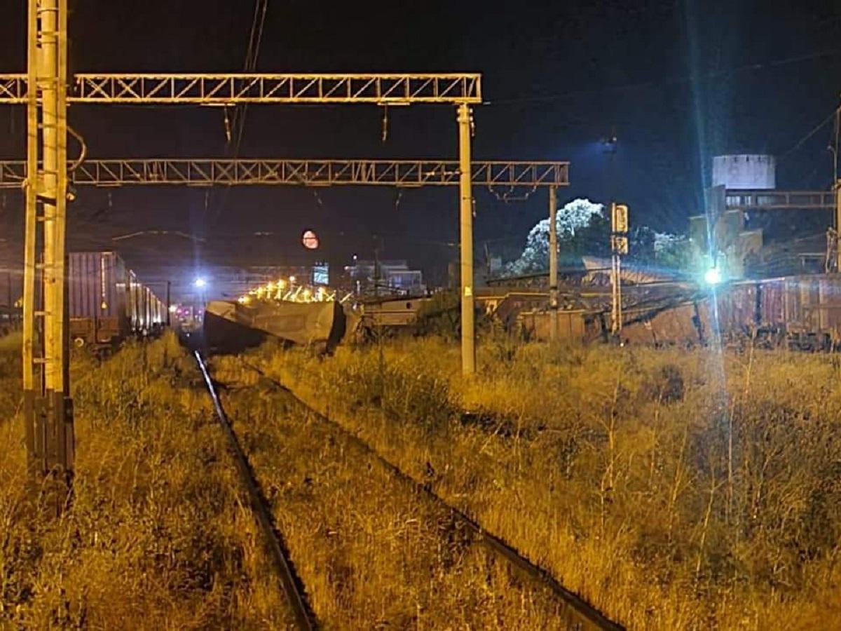 Traficul feroviar în drum spre mare este blocat din cauza furtunii și a unui accident