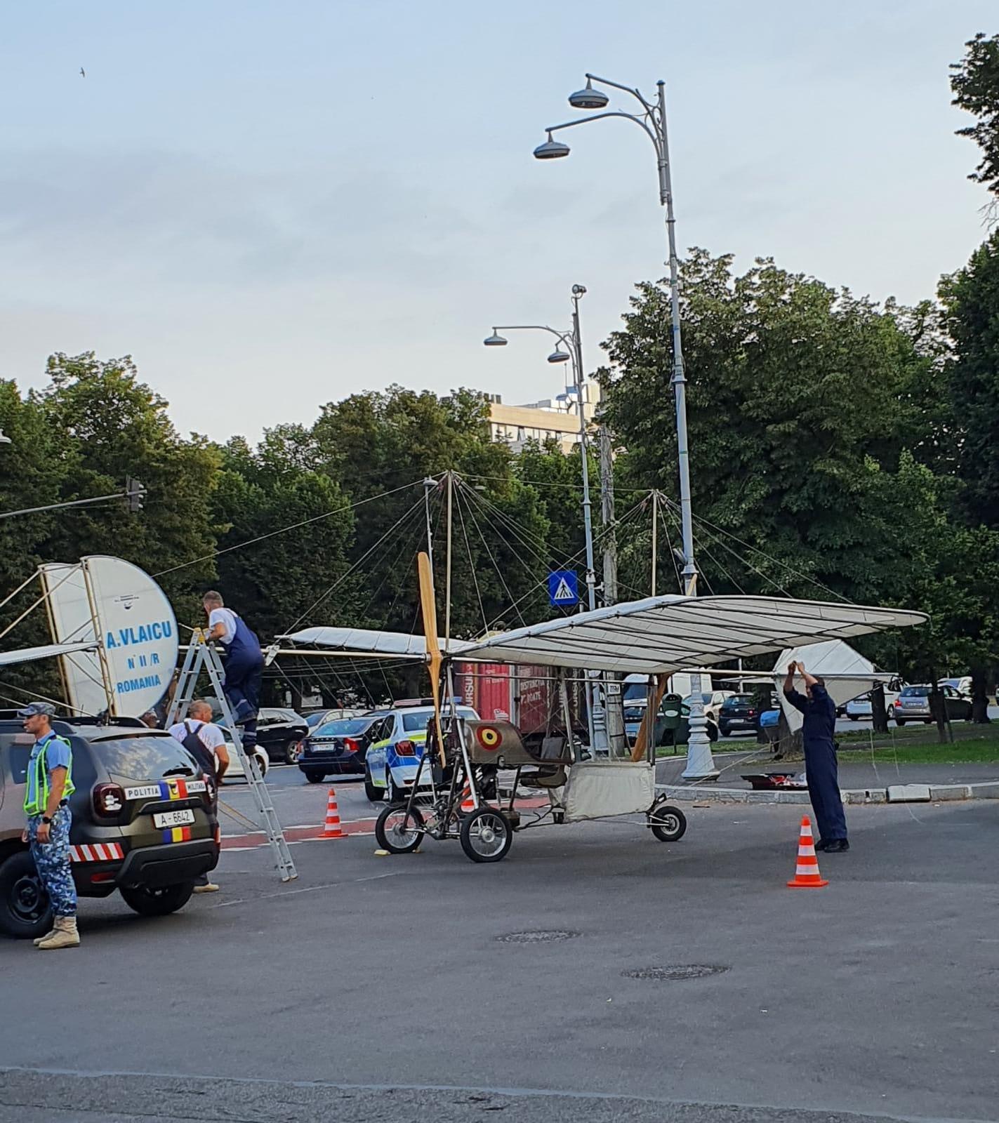 Ceremonie militară în Piața Aviatorilor de Ziua Aviaţiei Române şi a Forţelor Aeriene. După aterizarea forțată a elicopterului american parada a fost anulată
