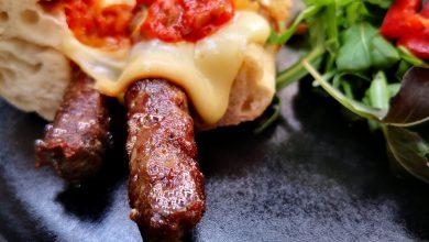 Photo of From Buzău with Love. Bucătăria.localfood. Zacuscă cu babic, Hot Pleșcoi, burger cu parizer pane și cremă de zahăr ars cu blat de pandișpan însiropat cu Diplomatico