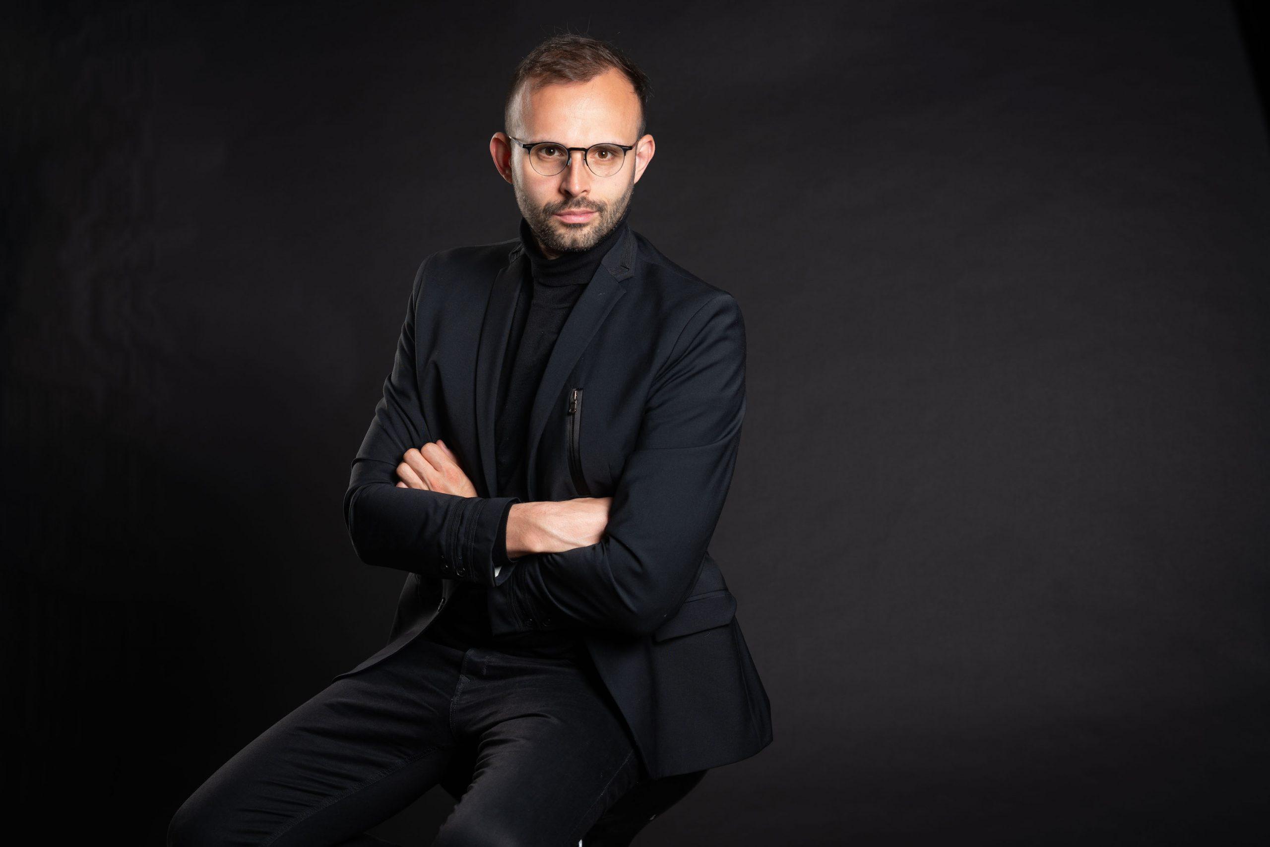 """Comunicat de presă. Mihai Nica, antreprenor: """"Consider că, dacă ești antreprenor, trebuie să poți să gestionezi orice business, nu contează culoarea sau forma lui. Pașii sunt aceiași"""""""