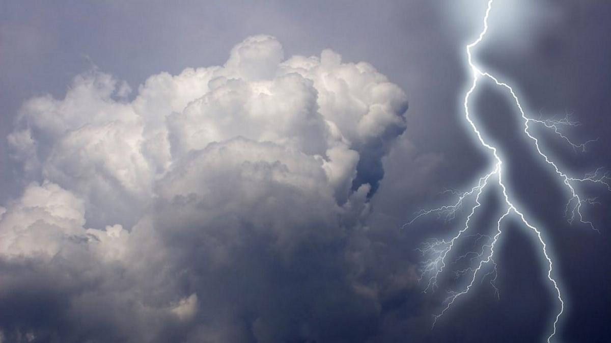 Cod portocaliu de vreme rea. Vin furtunile violente peste București, spune ANM. Să ne pregătim de o prognoză meteo vijelioasă