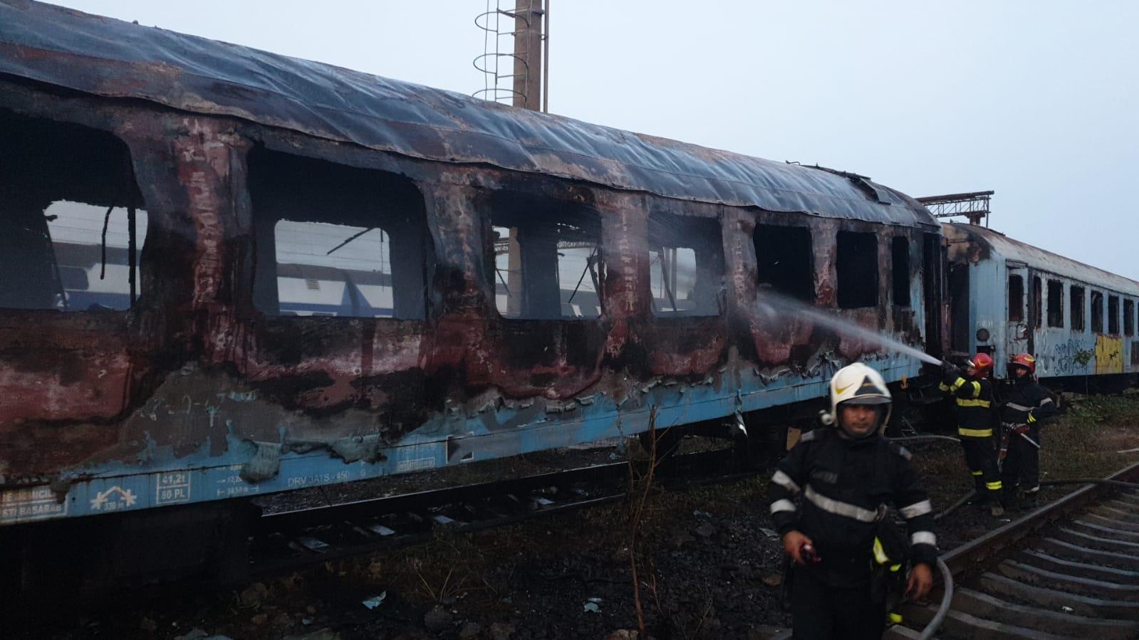 BREAKING NEWS | Incendiu masiv lângă Stadionul Rapid. Mai multe vagoane din triaj au luat foc și ard violent | FOTO & VIDEO