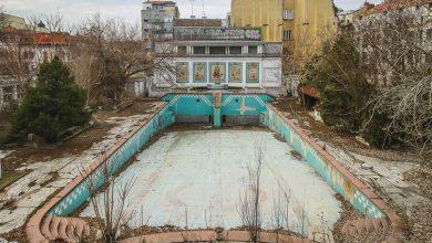 Photo of A crăpat piscina cu valuri în care înota Regele Mihai. E în centrul Bucureștiului și a fost prima piscină din Micul Paris și din România