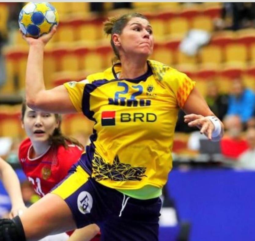 """Regina de pe terenul de handbal e de-acum și stăpâna unui Regat de Gheață. """"Iceball"""", afacerea care a aruncat-o pe Oana Manea în viața de business din București"""