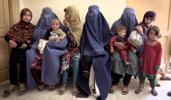 """Dacă te dai cu ojă în Afganistan, ți se taie degetele. """"Love Crimes of Kabul"""", documentar crunt din închisoarea de femei"""