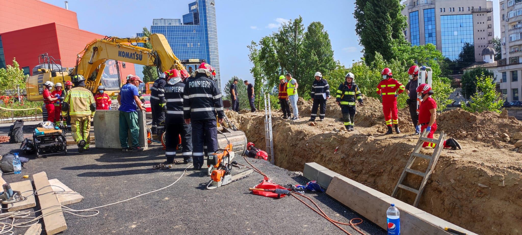 Breaking news! Accident grav pe un șantier de lângă Biblioteca Națională! Un mal de pământ a căzut peste mai mulți muncitori FOTO