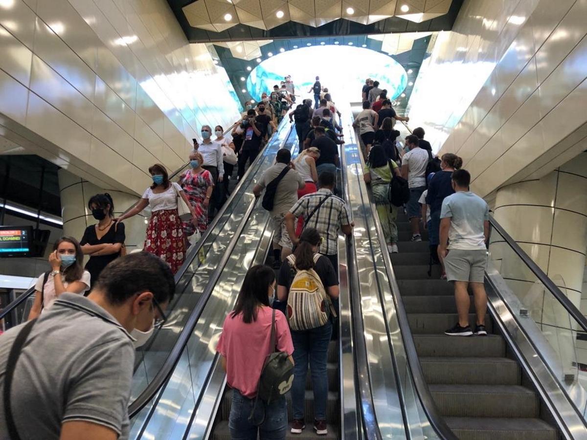 Bucureștenii folosesc metroul ca să ajungă la mall în special. Care este cea mai aglomerată stație în prezent