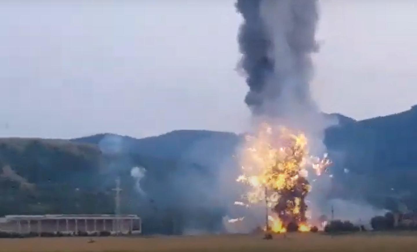 Explozie la un depozit de artificii din Zărneşti, județul Brașov. O persoană a decedat, totul a fost filmat   VIDEO