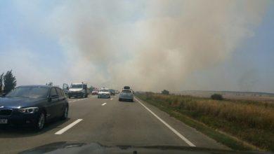Photo of Incendiu de vegetație pe Autostrada Soarelui. Circulația este restricționată, se merge pe banda de urgență. Trafic intens și în drumul spre munte