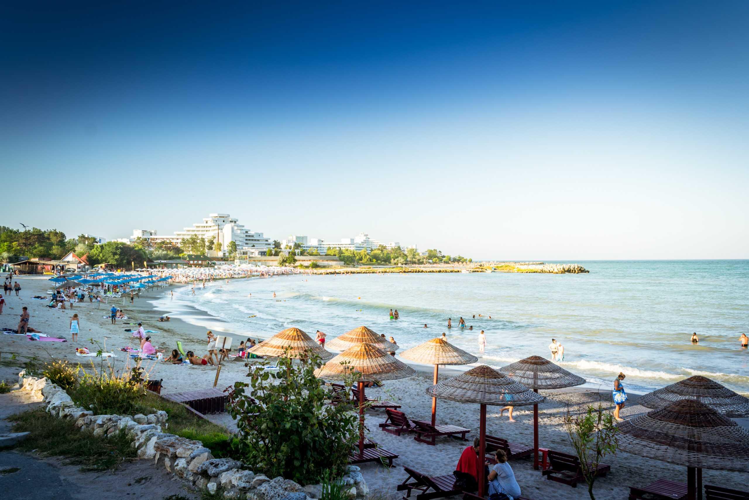 """Se anunță măsuri de urgență pe litoral, după ce numărul cazurilor de COVID-19 a crescut. """"Este o perioadă foarte aglomerată, cu până la 300.000 de turiști zilnic"""""""