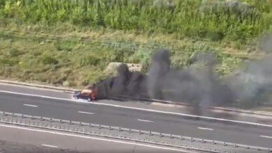 Photo of O mașină a luat foc pe Autostrada Soarelui. Coadă de 5 kilometri pe sensul către București | VIDEO