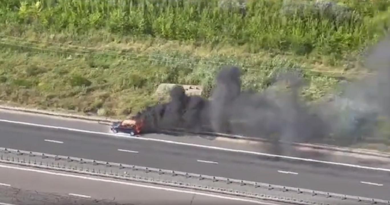 O mașină a luat foc pe Autostrada Soarelui