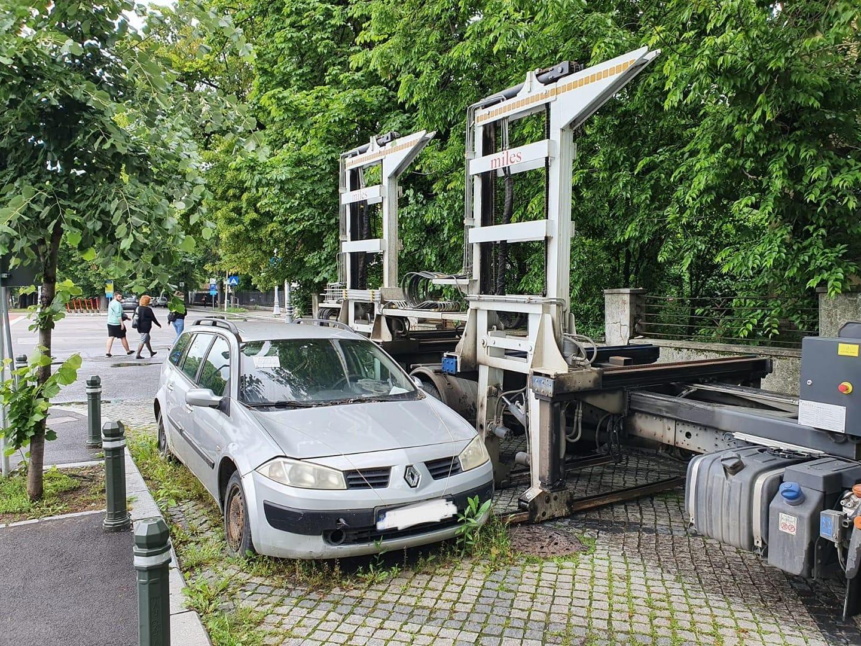 În Sectorul 1 continuă ridicarea mașinilor abandonate. Peste 1.000 de vehicule au fost ridicate până în prezent