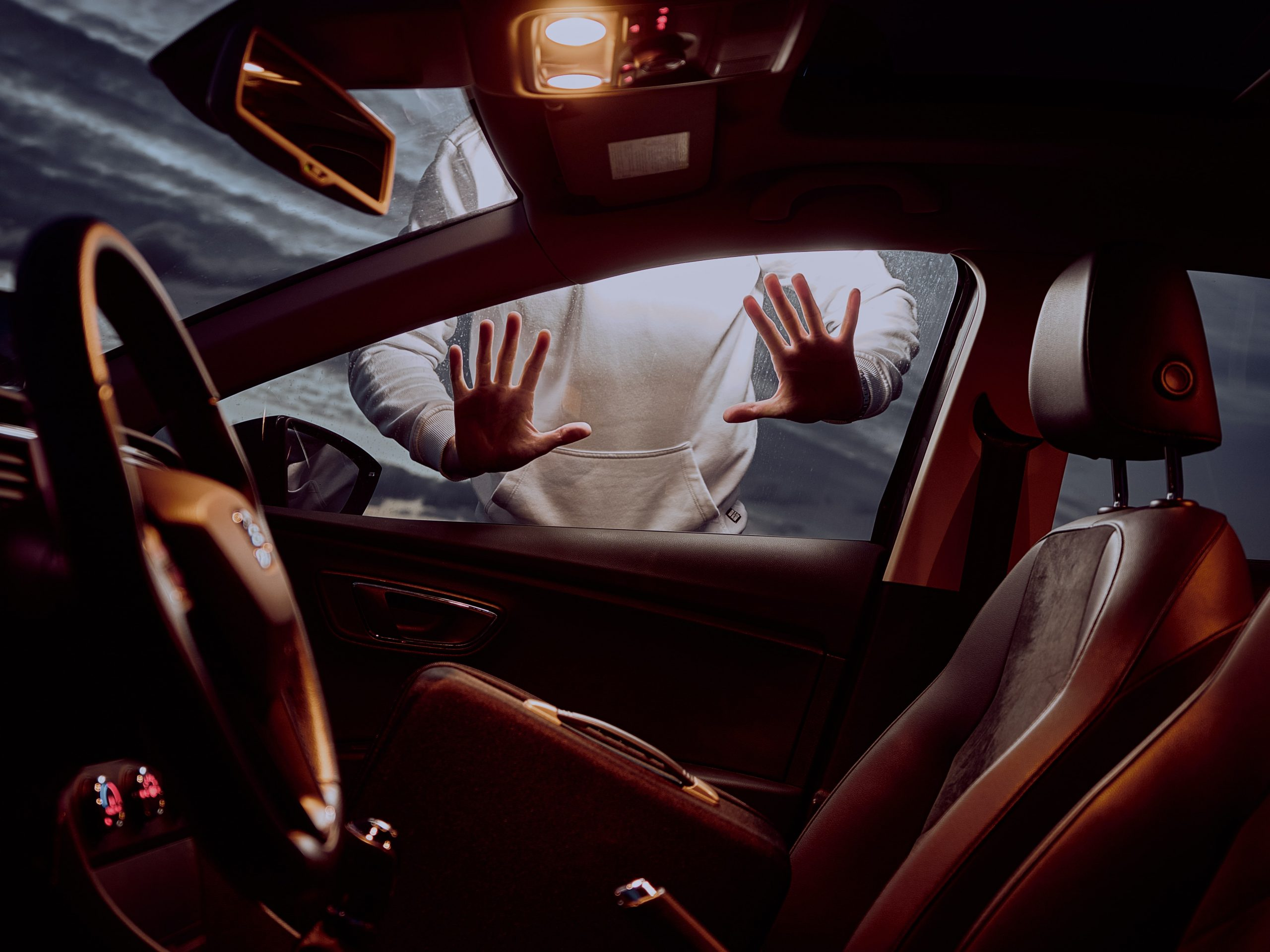 Hoț să fii, ghinion să ai! Suspect de cinci furturi din mașini prins în traficul din București