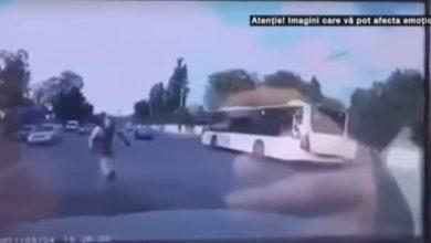Photo of Ultimele secunde ale tânărului pe trotinetă, filmate de o cameră de bord. Motociclistul, instructor de conducere defensivă, a fost arestat preventiv | VIDEO