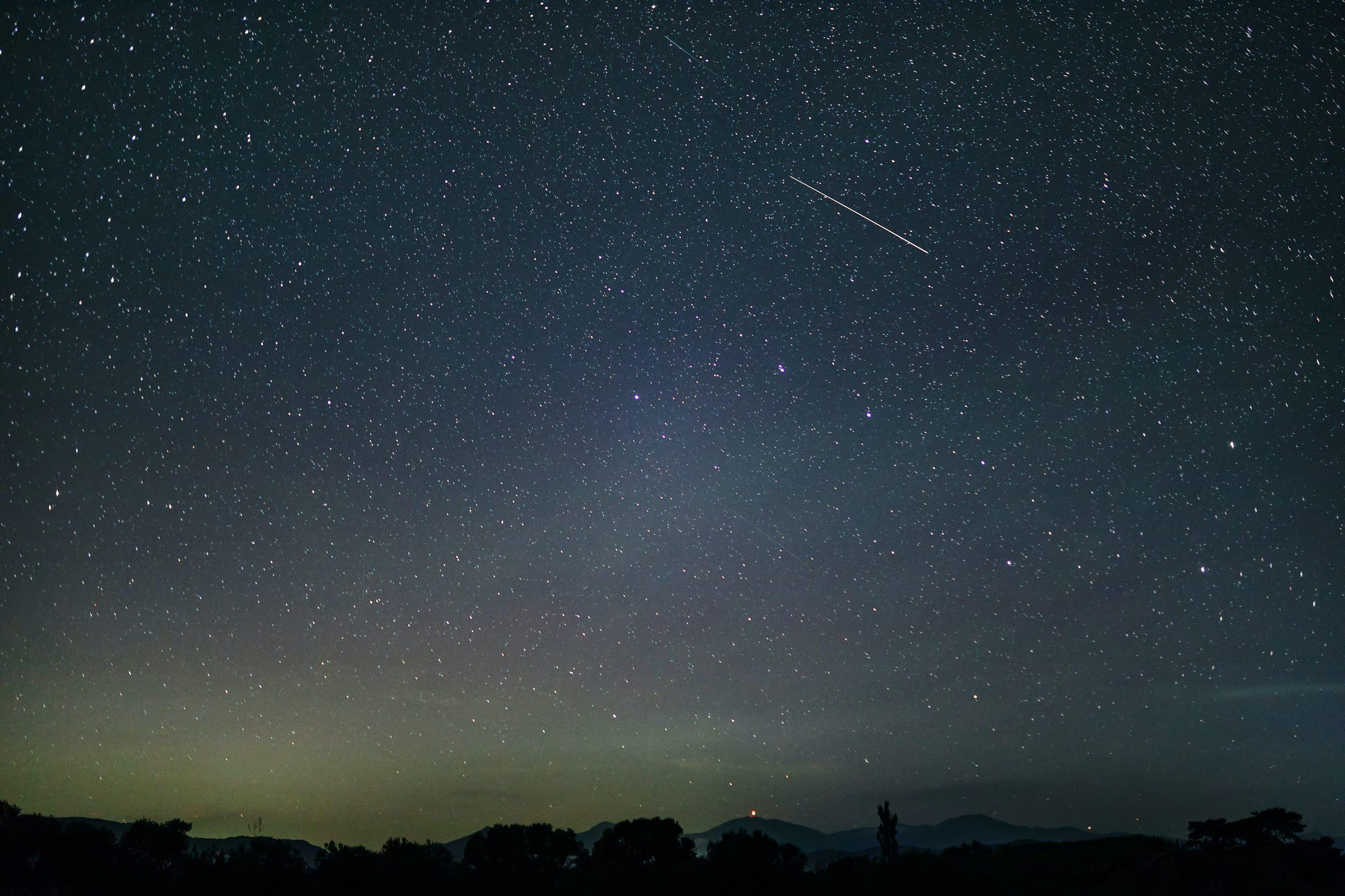 Ploaie de stele peste Capitală. Când și de unde trebuie să privească bucureștenii cerul pentru a vedea spectacolul astronomic