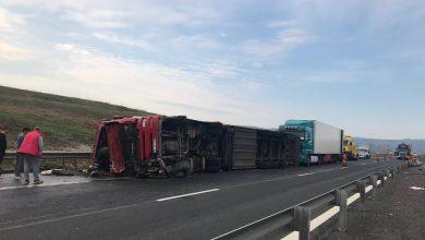Photo of Un TIR s-a răsturnat pe autostrada A1. Traficul a fost oprit în urma accidentului