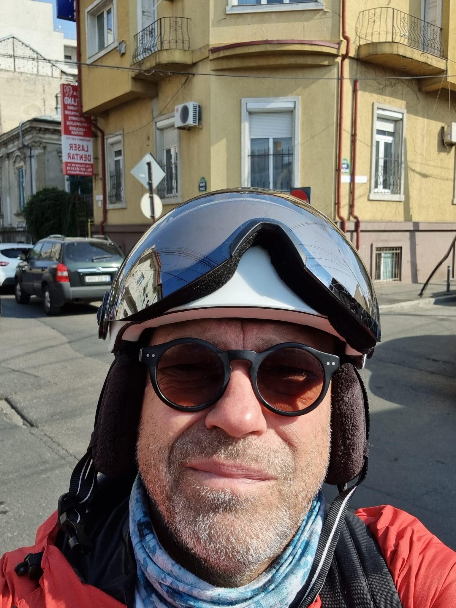"""10 ponturi """"to keep u alive"""" - să nu mori drq pe trotinetă în București. De la un hipster bătrân"""