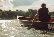 Photo of Bucureșteni, Dâmbovița prinde viață! 5 pontoane vor pluti pe râu în acest weekend. Plimbări cu canotca, ambarcațiunea inventată de Ivan Patzaichin