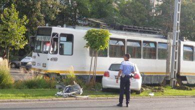 Photo of Accident grav în Capitală. Un tramvai și o mașină s-au ciocnit violent în Sectorul 6. Șoferița a rămas încarcerată | FOTO