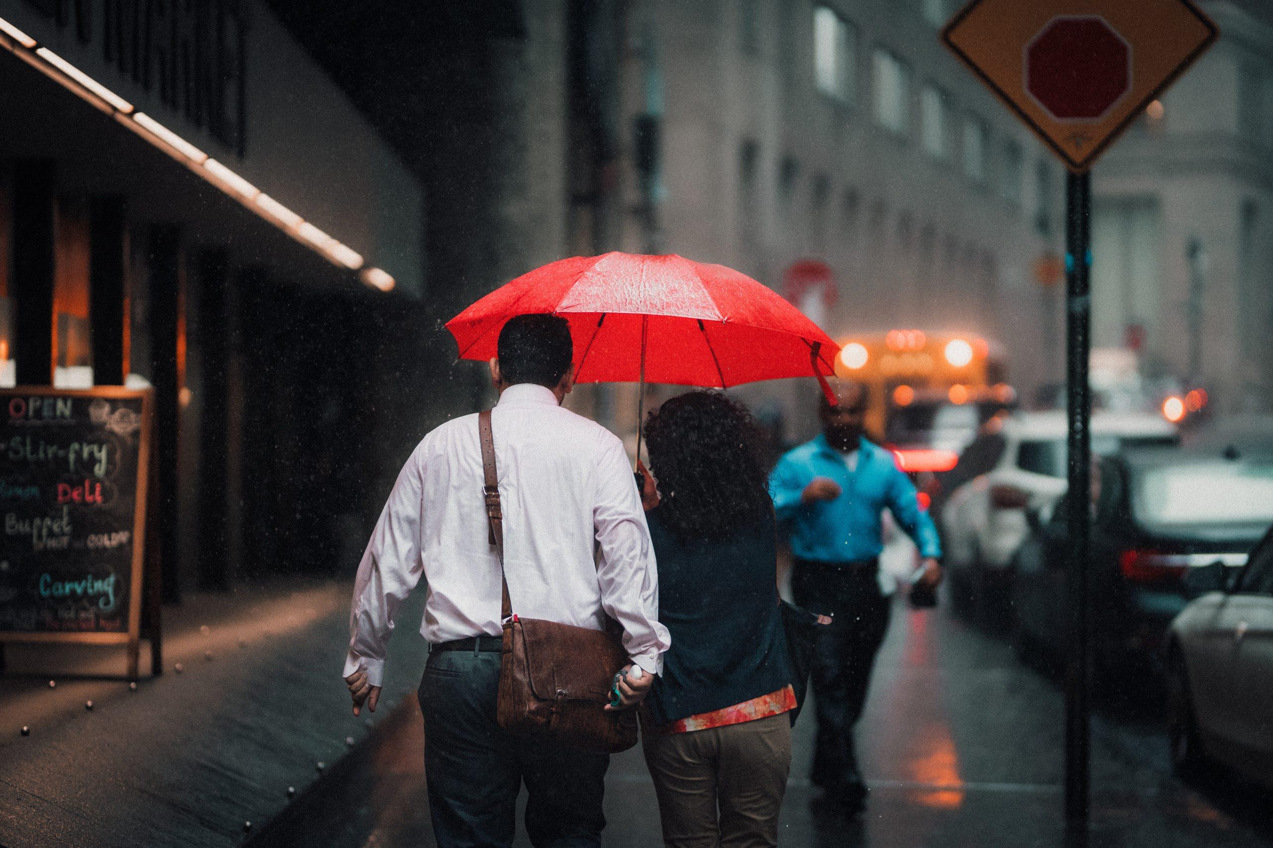 ANM a emis cod galben de ploi în mai multe județe din țară. Cum va fi vremea în București