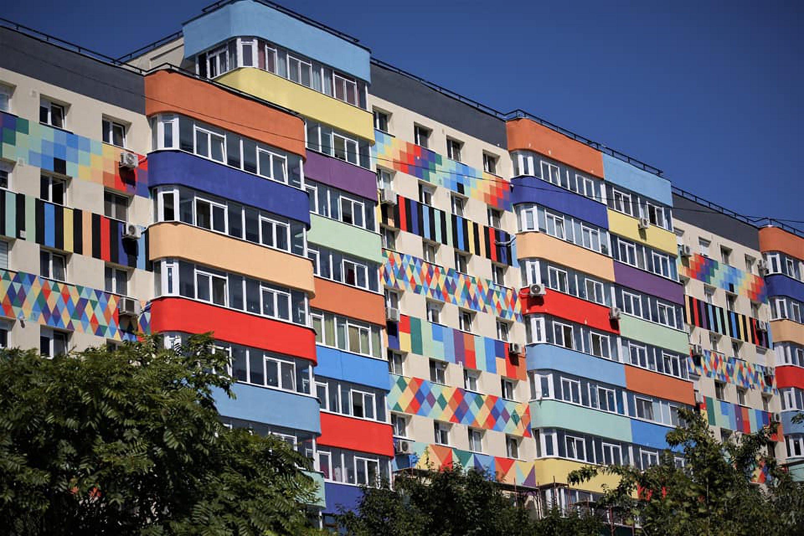 Ce vrea să facă Daniel Băluță pe fațadele blocurilor din Sectorul 4 cu peste 800 de mii de euro. Bucureștenii nu s-au declarat prea încântați de propunerea sa