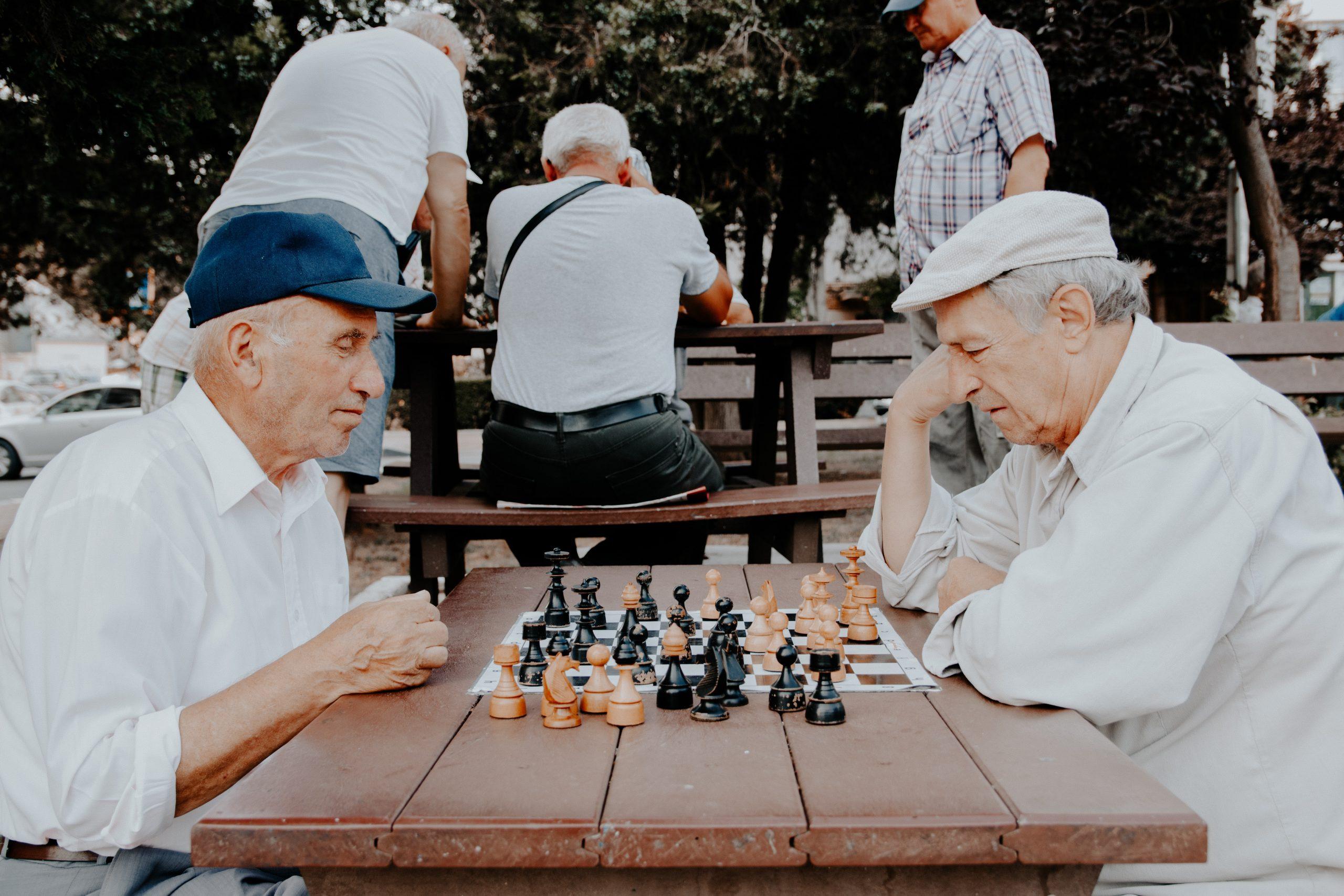 Bucureștiul are 4 pensionari la 10 salariați. Diferențe mari între pensii la nivel teritorial   Studiu INS