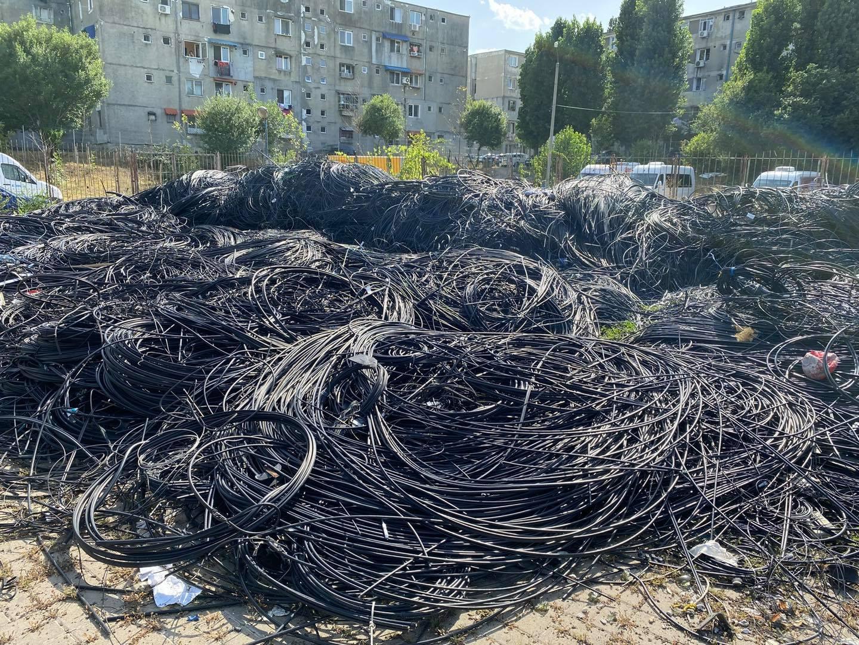 Continuă operațiunea #CerLiber în Sectorul 2. Câți kilometri de cabluri au fost dați jos până acum, potrivit lui Radu Mihaiu