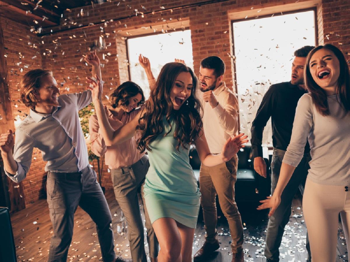 Cum îți poți pregăti casa pentru o petrecere între prieteni? (P)