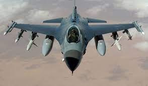 Photo of O formaţie de F-16 Fighting Falcon survolează duminică Bucureştiul. Omagiu adus aviatorului Ion Dobran