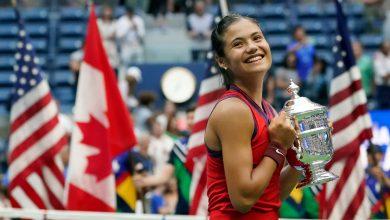 Photo of Emma Răducanu scrie istorie. Jucătoarea britanică de origine română a cucerit trofeul de la US Open la doar 18 ani și a doborât o serie de recorduri
