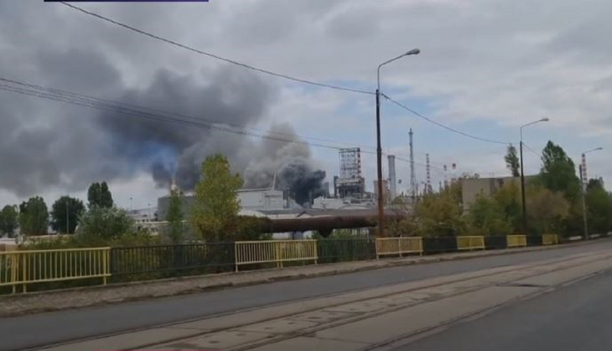 BREAKING | Incendiu la rafinăria Lukoil din Ploiești. Există degajări mari de fum