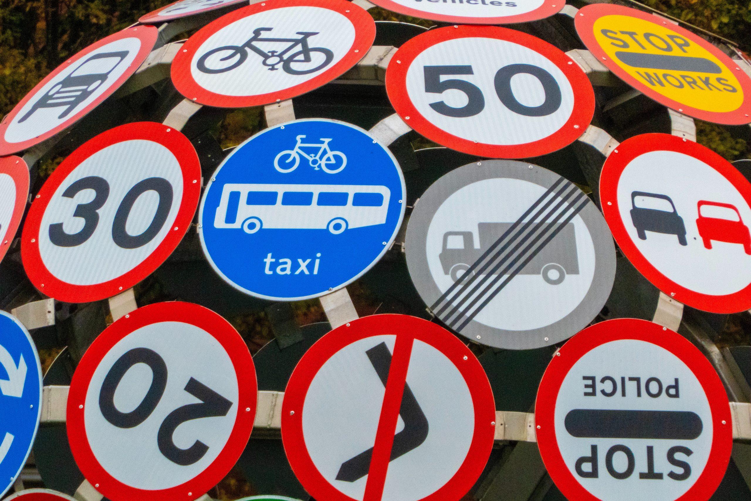 S-au trasat noi marcaje rutiere, montat indicatoare, dar s-au remediat și problemele la semafoare. Administrația Străzilor București continuă acest proces