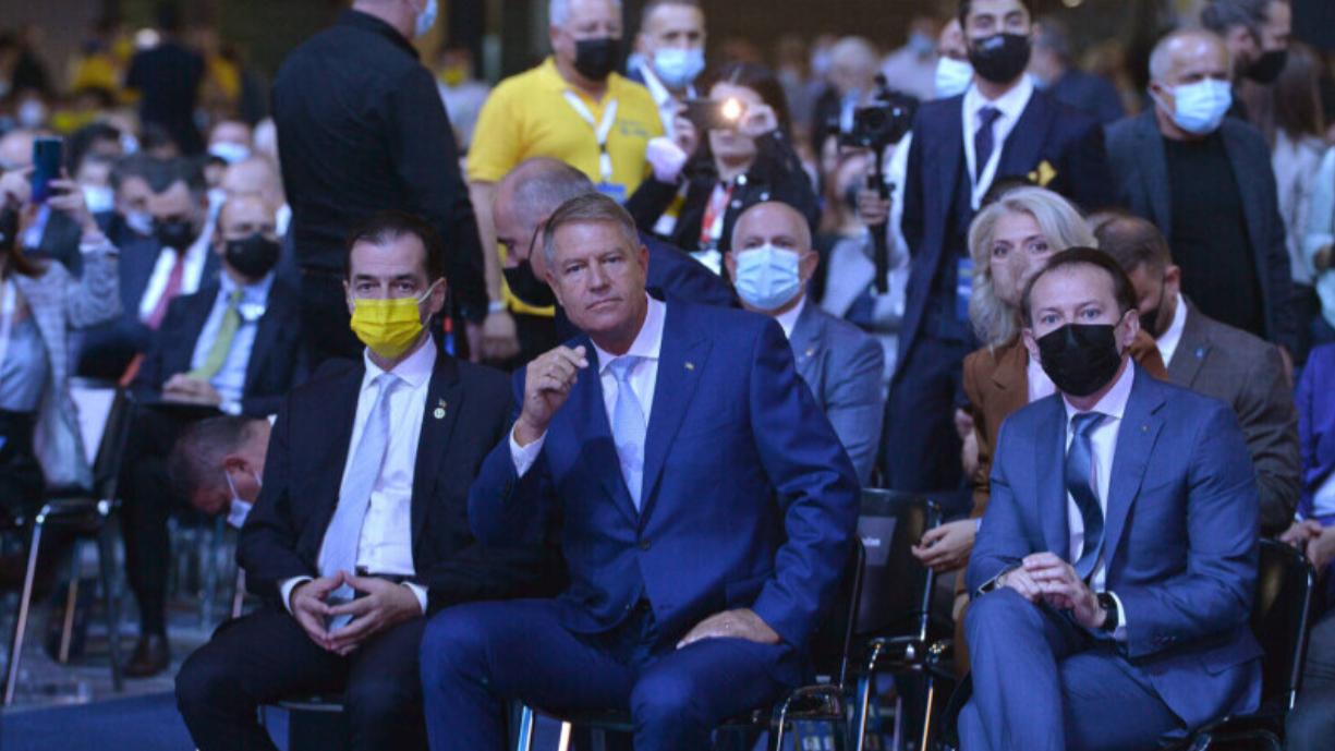 De azi, în București, la exterior e obligatoriu ce nu respectă Iohannis nici la interior: masca musai pe stradă în locuri aglomerate